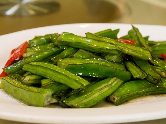 清炒四角豆 qīngchǎo sìjiǎodòu (fresh stir-fried  four-sided beans)