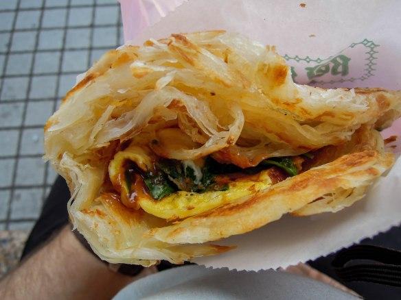 蔥抓餅 cōngzhuā bǐng; flaky scallion pancake w/egg