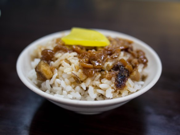 滷肉飯 lǔròu fàn; fatty seasoned pork on rice